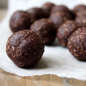 Raw Brownies Bites Recipe | littlegreendot.com