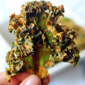 Cheesy Kale Chips | littlegreendot.com